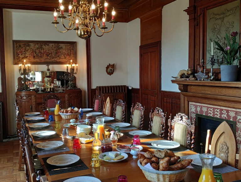 Petit dejeuner au chateau Epilly